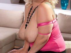 Doamna matura, 45 ani, blonda, plinuta, pasionala,
